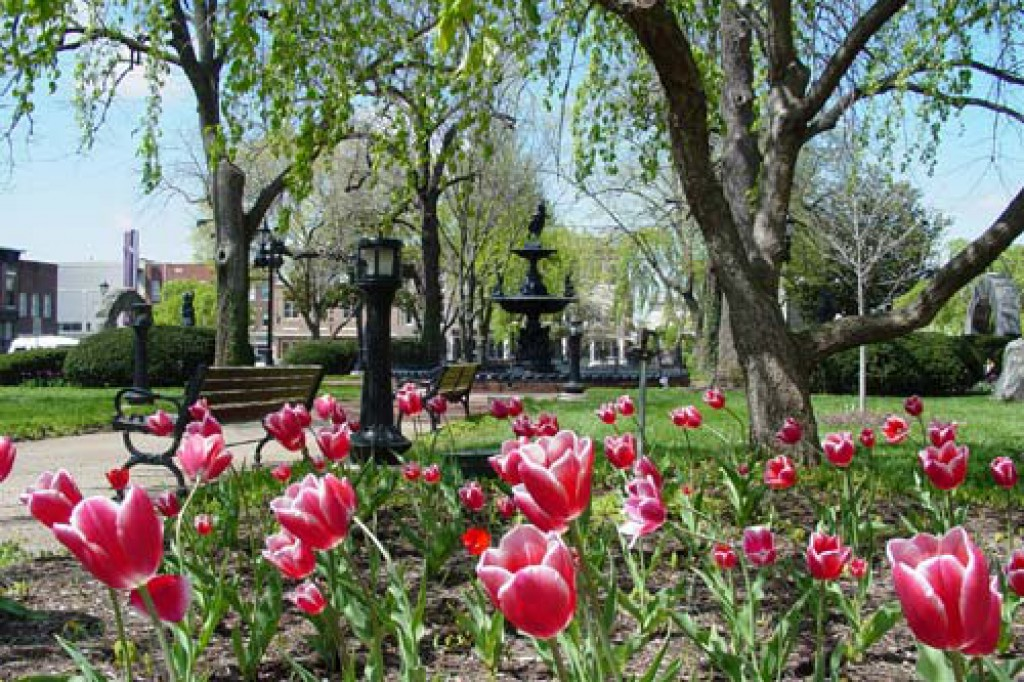 Fountain Square Park in Downtown Bowling Green